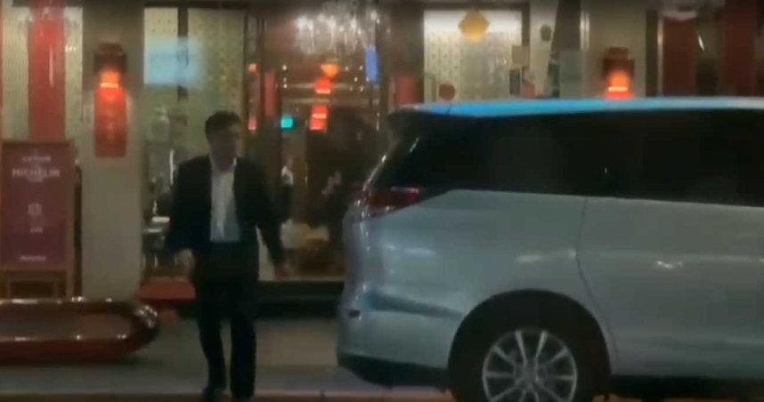 直击!钟小平米其林餐厅摆桌 帮郝龙斌固票示忠诚