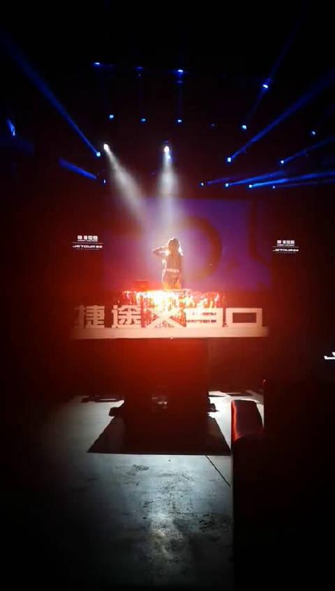 视频:小姐姐暖场,捷途X90今晚上市!