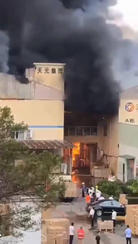 10月12日,广东清溪松岗,天元实业火灾。安全生产的价值比天大。