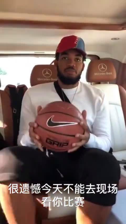 NBA森林狼队球员唐斯发博为Uzi今天的比赛加油~ 现在看来没有错