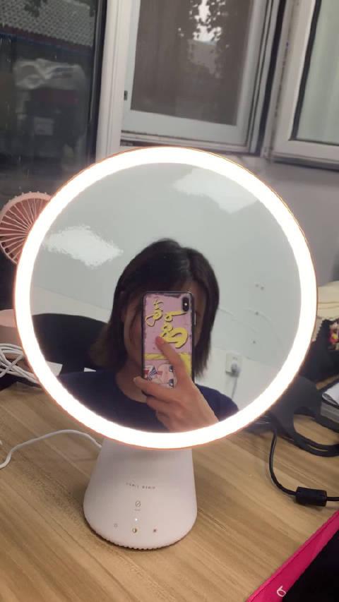 魔镜魔镜告诉我谁是这个世界上最漂亮的女人