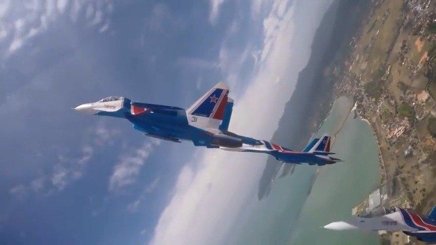 僚机视角下的俄罗斯勇士飞行表演队