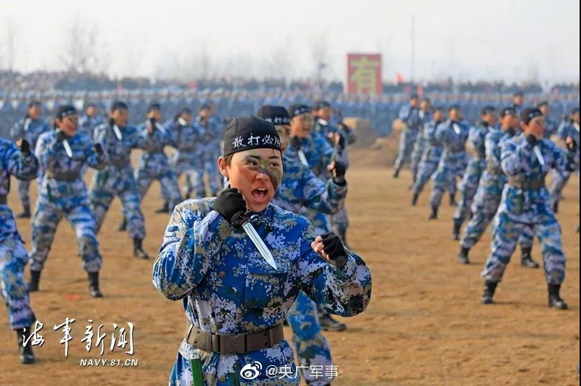 暖心!新兵结业沙场阅兵,父母受邀见证