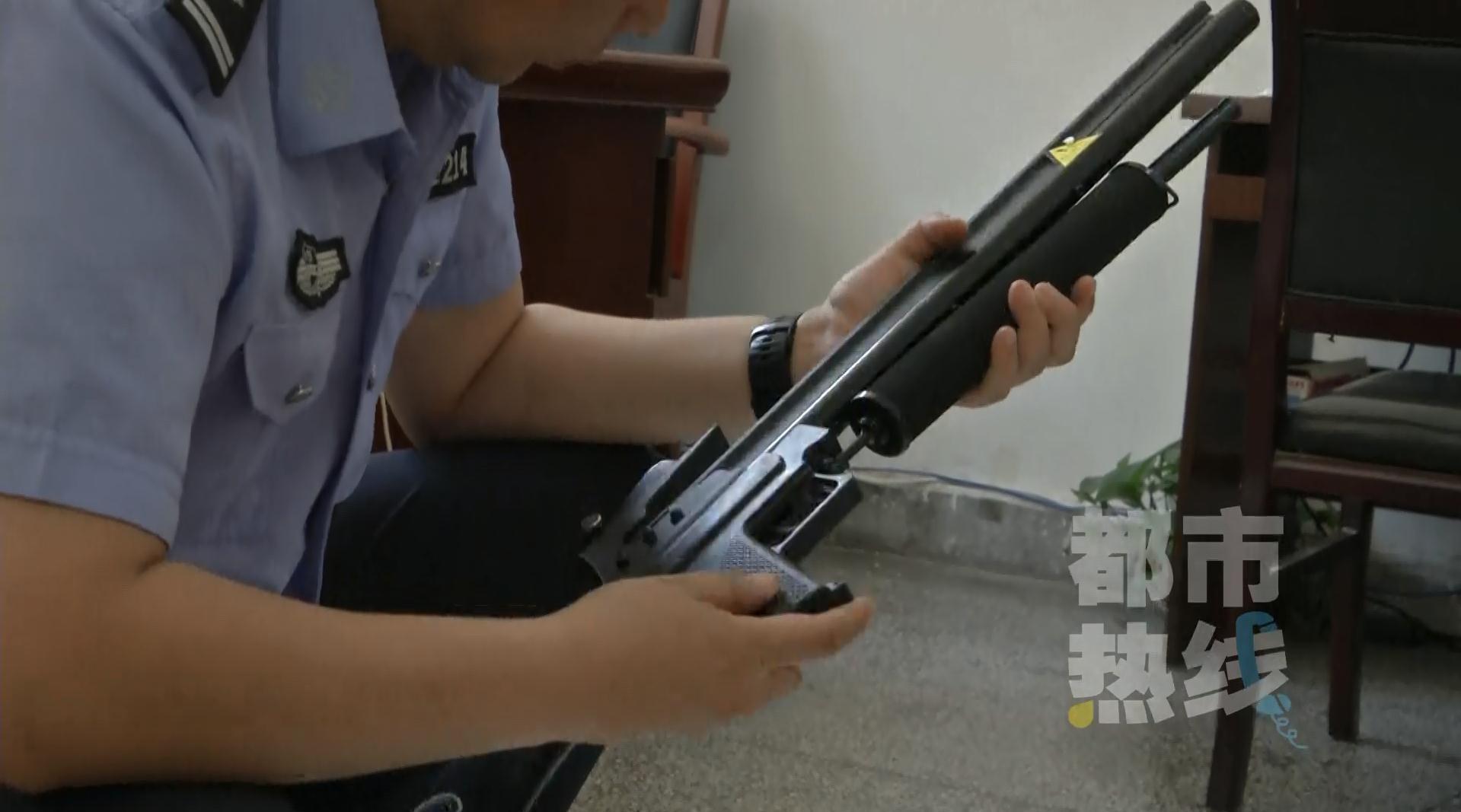 """西安枪支爱好者网购""""冷兵器"""" 已被警方抓获"""
