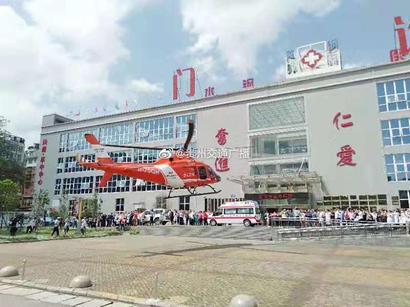 贵州首次启用医疗救援直升机转运受灾儿童!8岁幸存者转运贵阳抢救…