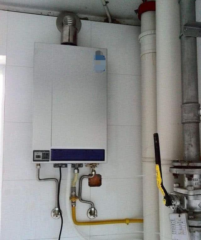 燃气热水器排气孔下移5公分,管道省半截安全美观!才不图片