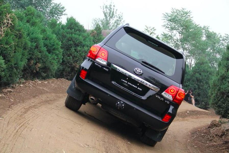 丰田全新陆巡年底亮相!提了动力降了油耗,还将增加混动车型