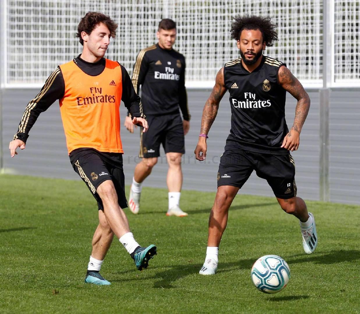 没有国家队比赛任务的球员继续与卡斯蒂亚一起进行了训练门迪进行了