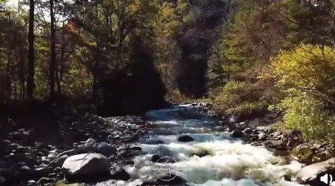 秦岭最美的童话在秋天,层峦叠嶂,繁星眨眼,飞珠溅玉,涓涓细流