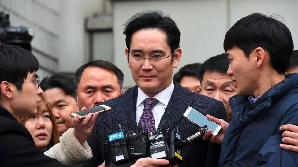 三星亿万富翁李在镕在贿赂案中面临新的考验