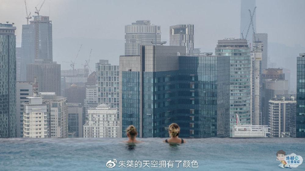 """吉隆坡旅行途中 住在""""家""""里 云端中的无边泳池一览亚洲魅力之都"""