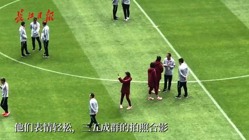 小组末战西班牙,中国姑娘轻松踩场