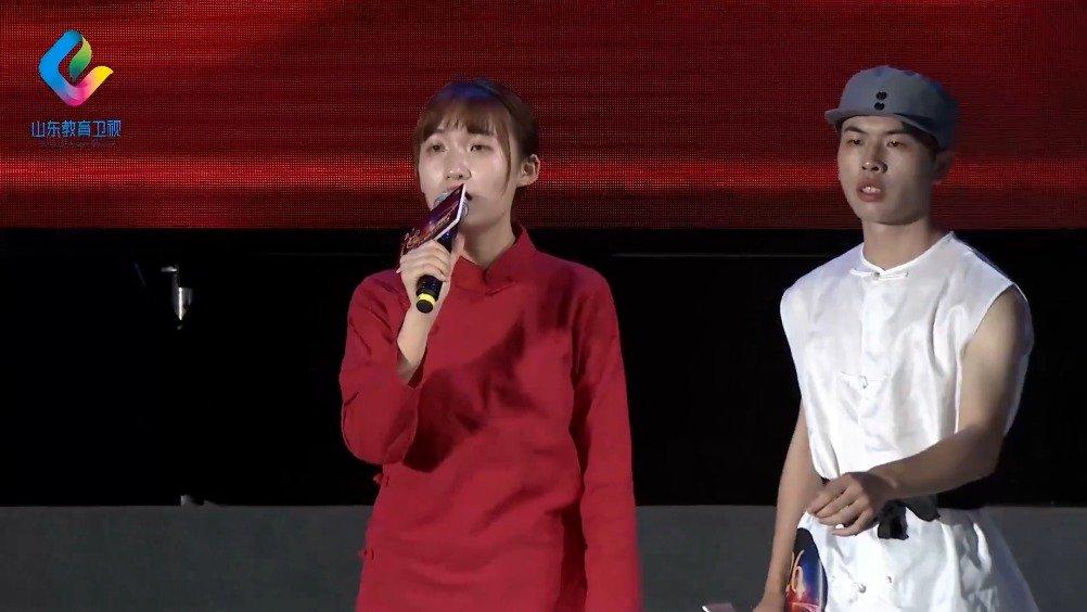 青岛理工大学的殷小雯、陈浩炜,演唱《千秋家国梦》