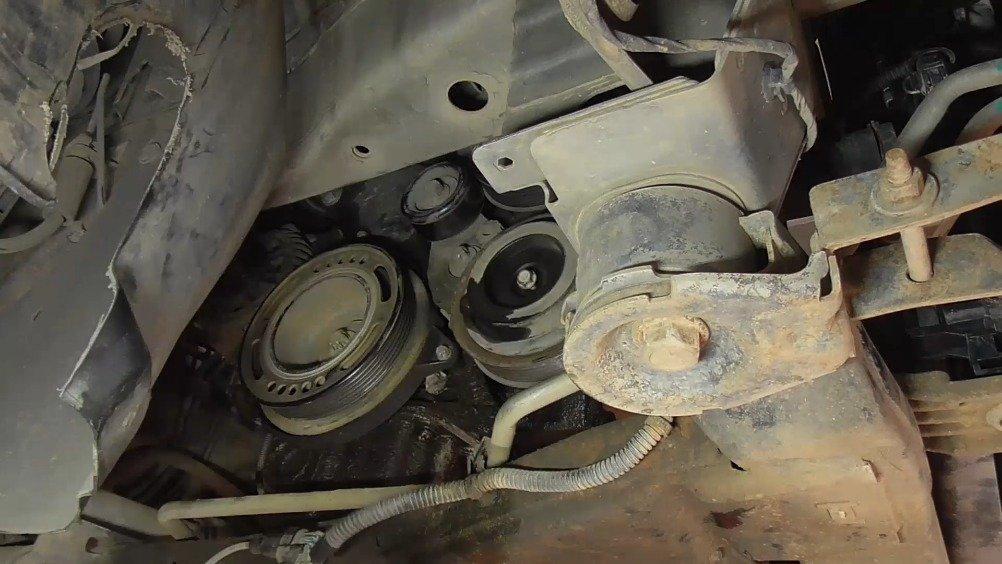 压缩机轴承坏掉了导致发动机异响,更换新的轴承后看看效果如何