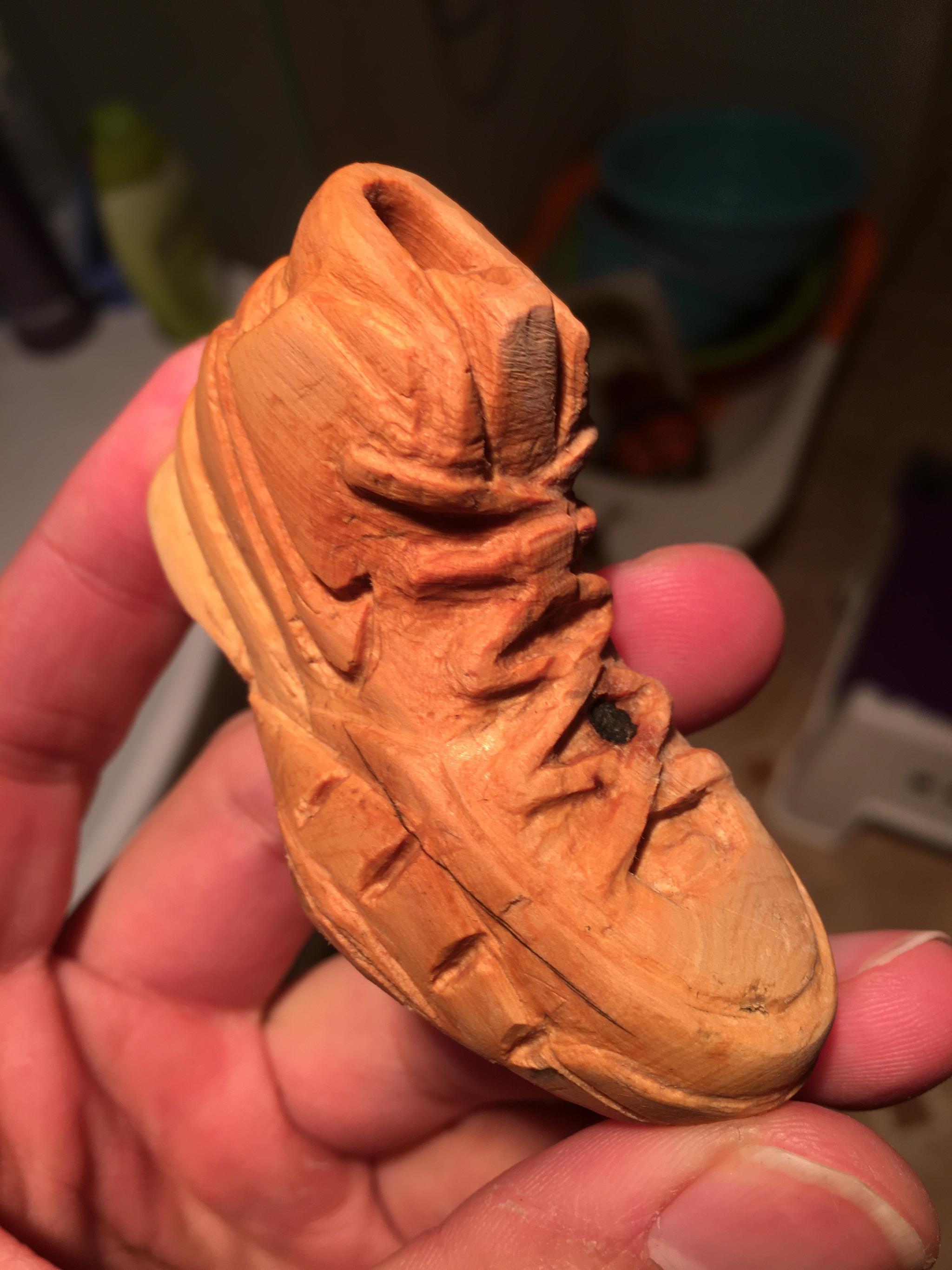 网友晒的自制科比球鞋木雕