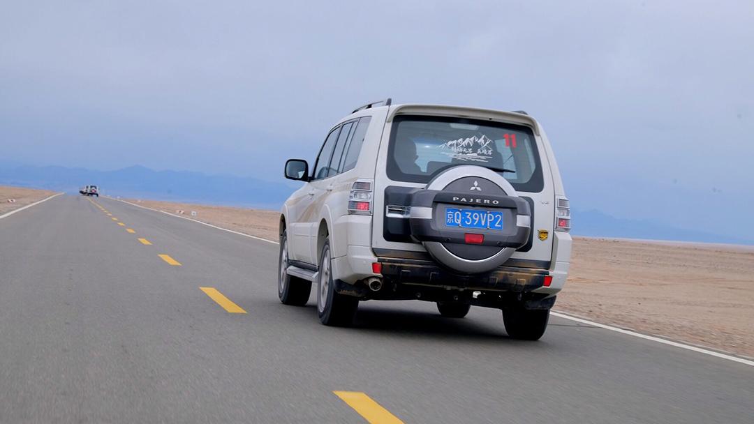 4米9,2吨重,这台大个子SUV竟能在无人区浪得飞起!