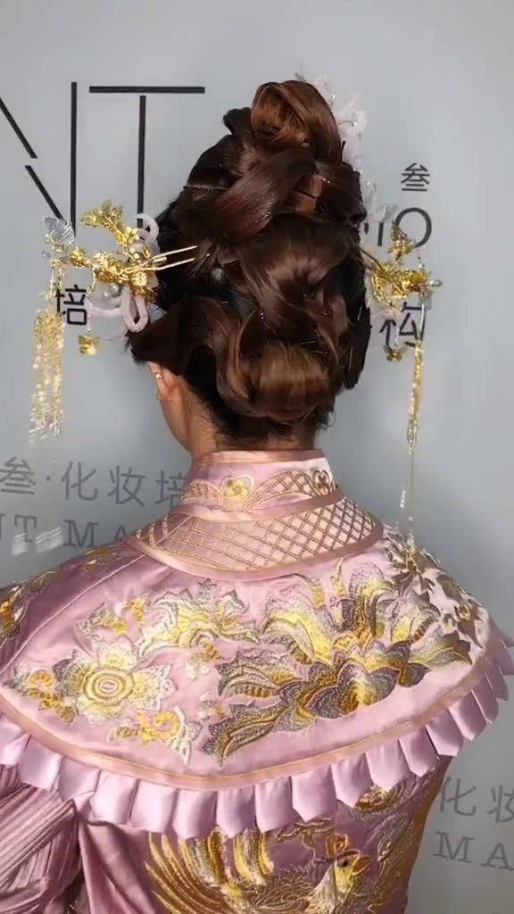 新娘中式发型的教学分享  :壹玖叁造型