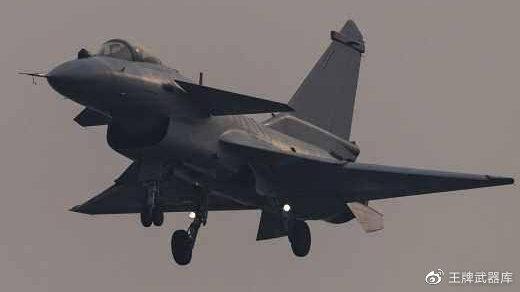 伊朗刚看上歼-10C,美下令禁止各国售伊朗武器,歼-10C出口又黄了?