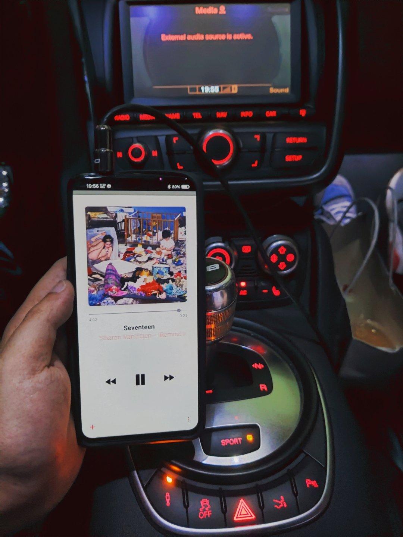 最近都用iQOO Pro 5G的3.5耳机口直接怼车载音响AUX接口