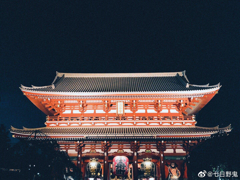 傍晚在浅草寺散步,说实话人还真不算多。最近几天终于开始像秋天了