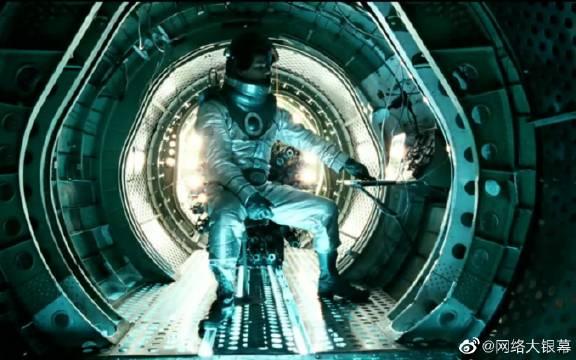 科学家发明时空机器,回到过去,做了大家都想做的事。