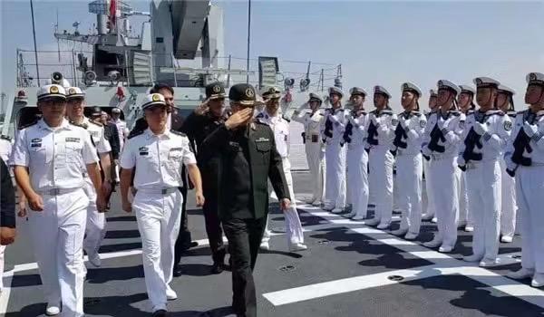 不买022导弹艇了?伊朗总参谋长到访,点名考察国产明星战舰
