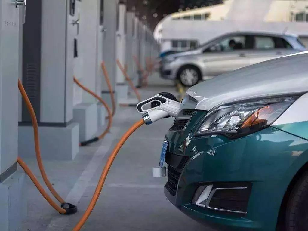 销量暴跌,自燃不断,纯电动汽车还有未来么?