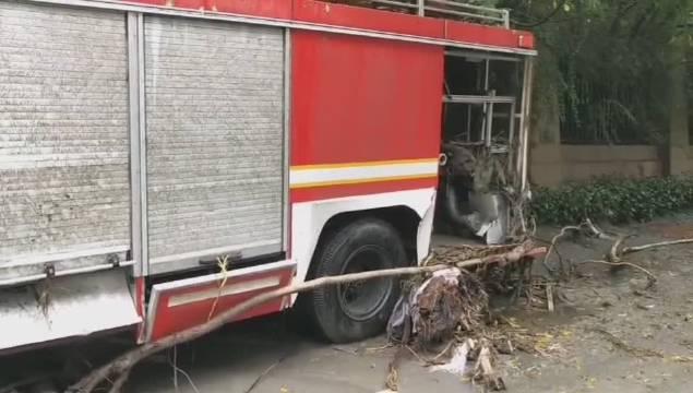 汶川暴雨灾情,泥石流过后,消防战斗车