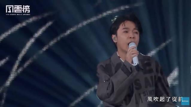 今晚第十五届上开了个浓缩型吴青峰太空备忘录,12分钟10首歌
