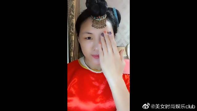 《还珠格格》慕莎公主仿妆像吗?简直就是刘涛本人吧!