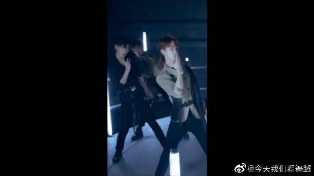 R1SE刘也《上海堡垒》片尾曲《无愧》MV舞蹈伪直拍。
