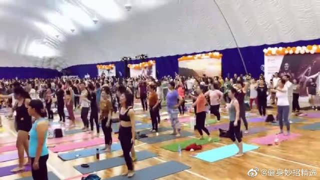 现场一定很赞!感受多人瑜伽现场的气氛,真的太棒了!!