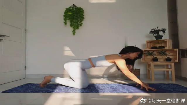 享受瑜伽带来的改变,坚持下去,每天美丽一点点