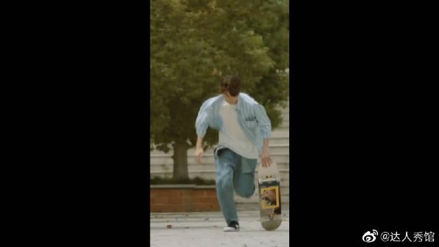 王一博滑滑板的样子太帅了,酷盖,我迷上你了怎么办?