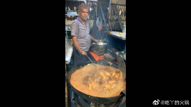 号称印度最干净的炸鸡店,今天去看名不虚传!这油用了有三月吧