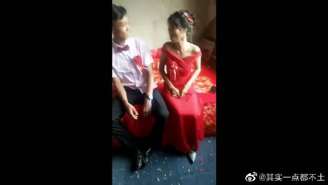 新郎家庭困难,都是新娘在主动,这就是爱情