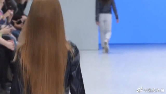 8岁俄罗斯小女孩走秀,网红模特见了都自愧不如!很有气质!