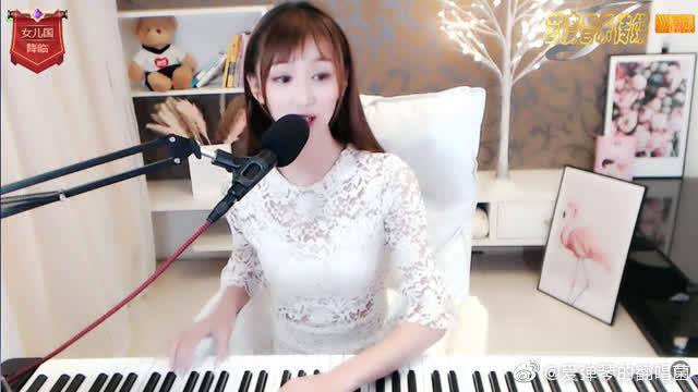 钢琴美女翻唱陈楚生《有没有人告诉你》动听伤感!