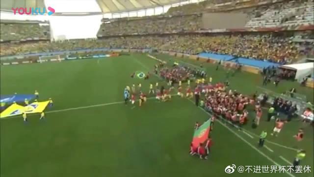 世界杯经典:10年南非巴西对葡萄牙,巴西队5人防不住巅峰C罗!