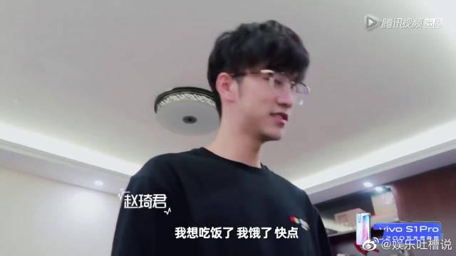 赵琦君杨凯雯斗嘴的日常,出发吃饭好有爱,这还撒狗粮啊,好难受啊