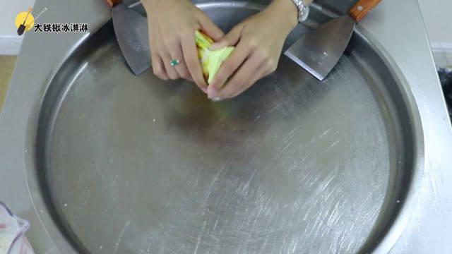 薯愿薯片的无敌吃法:把它炒成冰淇淋,比直接吃好吃多了!