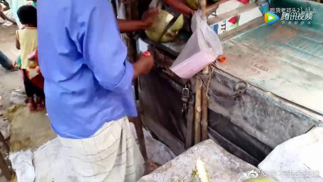 泰国街头的现生鲜椰子汁,喝完还可以吃椰肉!