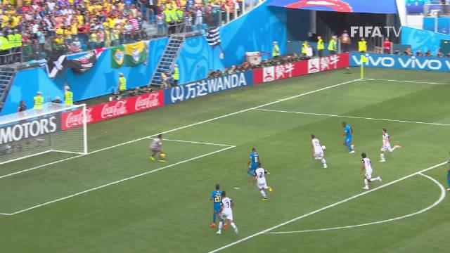 在2018年对阵哥斯达黎加的比赛中,内马尔惨遭对手14次侵犯