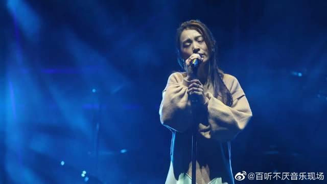 田馥甄翻唱吴青峰的《太空》