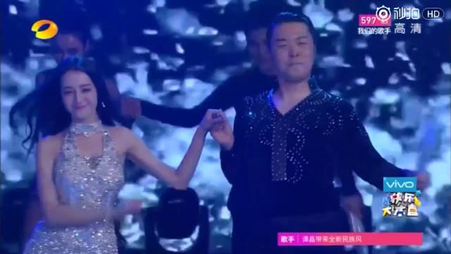 迪丽热巴和杜海涛在快乐大本营的拉丁舞蹈,美女还是美的