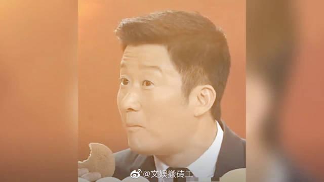 吴京录春晚偷吃蛋糕,被知名作家怼你是真饿了呢,还是没家教呢