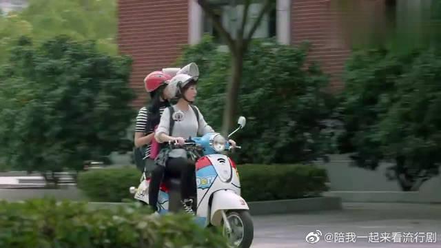 郑爽X杨洋得知了肖奈要打篮球赛,两女手舞足蹈,太花痴了