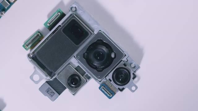 三星官方组装Galaxy S20 Ultra 5G的视频,带mmWave,应该是美版