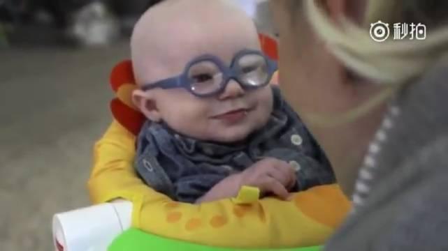 这让我想起了那个弱视的小宝宝,带上眼镜第一次看到妈妈