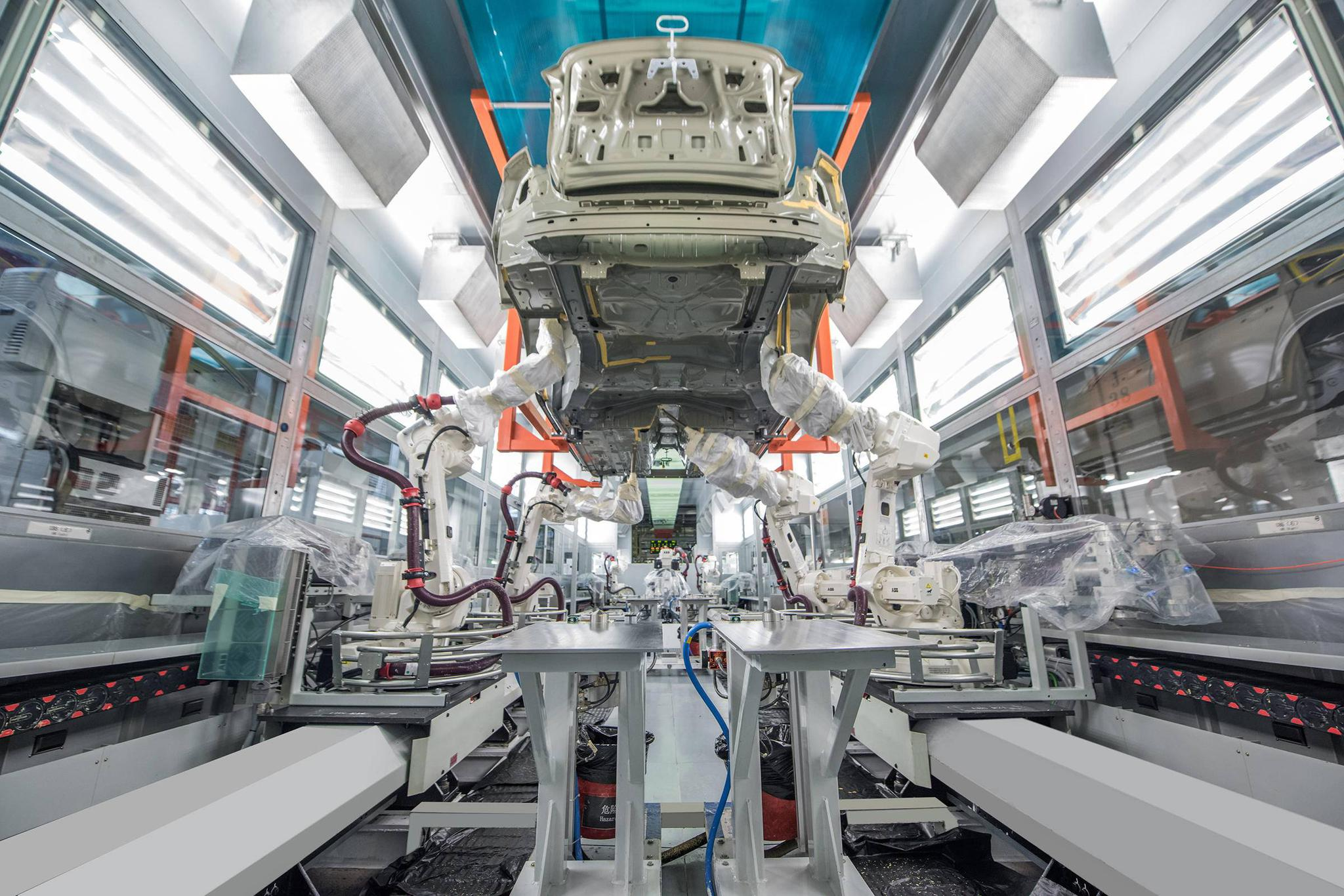 """为何第10万辆S90是右舵车?一座石油城的""""变形记"""""""
